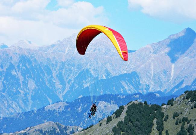 Paragliding bin Bir Billing Himachal Pradesh